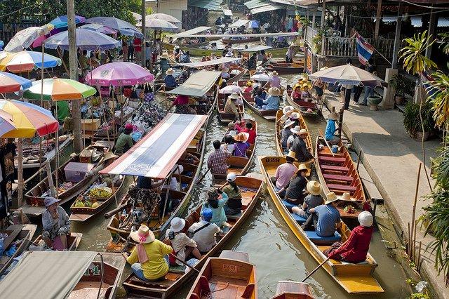 Bang Khu Wiang Floating Market