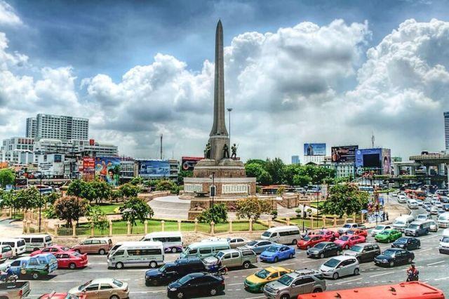 Автовокзал у Монумента Победы в Бангкоке