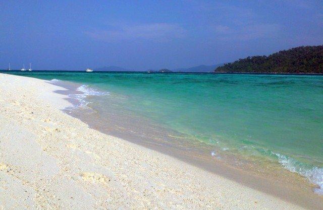 Sunrise Beach на острове Липе