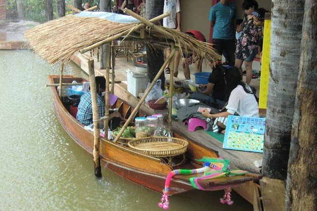 Рынок Sam Phan Nam Floating Market в Хуа Хине