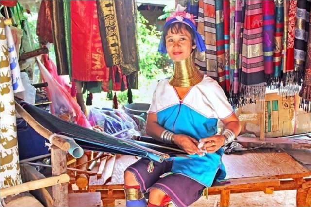 Деревня длинношеих женщин в Паттайе