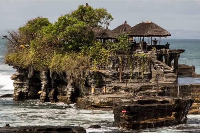Храм Пура Танах Лот на Бали