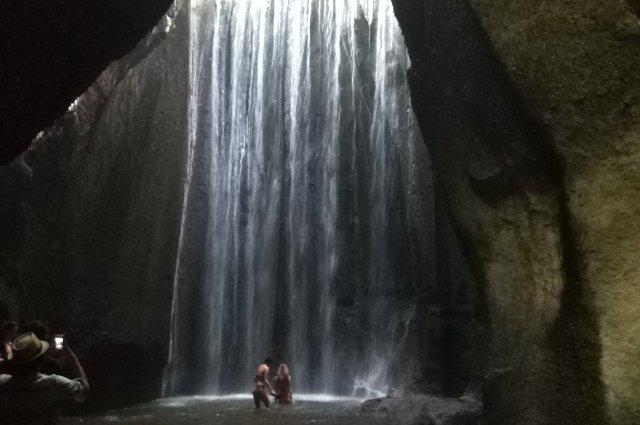 Водопад Tukad Cepung на Бали