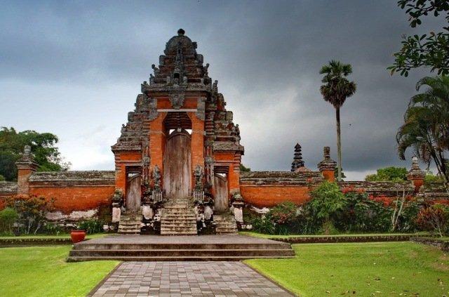 Храм Пура Таман Аюн на Бали