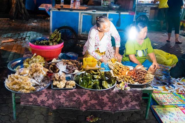 Gianyar Street Night Market на Бали