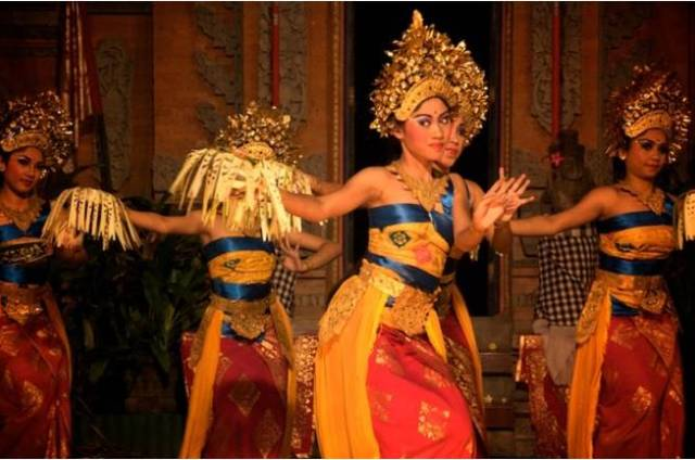 Танец Легонг на Бали