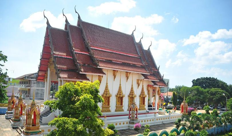 Храм Wat Karon