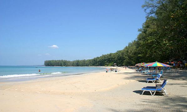 Пляж Най Янг на Пхукете