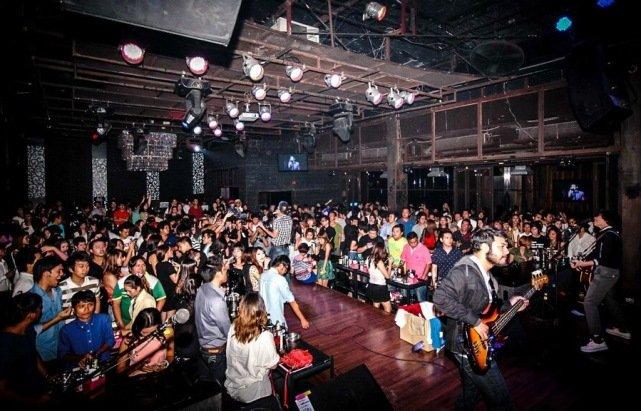 Ночной клуб Slim & Flix в Бангкоке