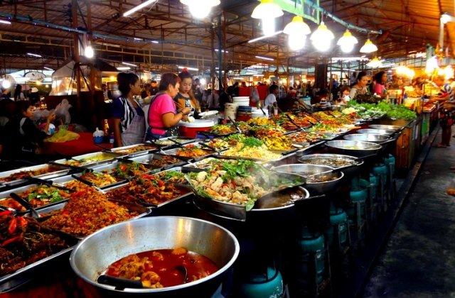 Рынок Thepprasit market в Паттайе