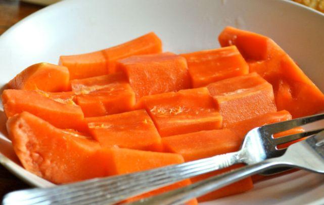 Как едят папайю