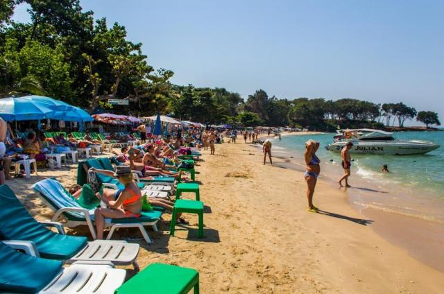 Пляж Кози Бич в Паттайе