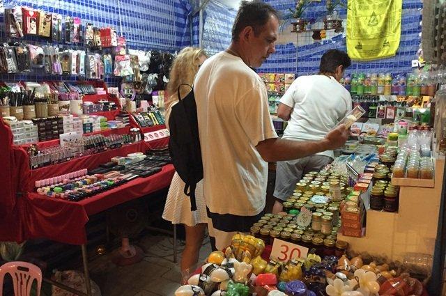 Ночной рынок в паттайе на джомтьене