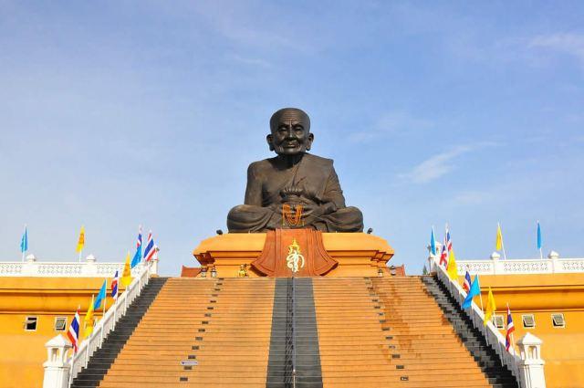 Храм Wat Huay Mongkol