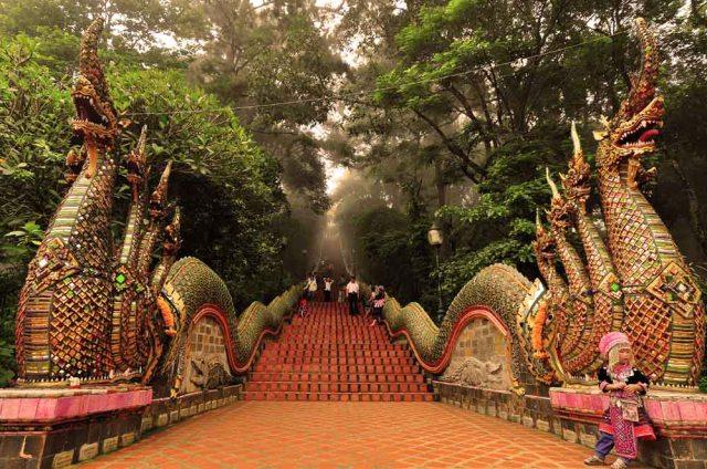 Храм Wat Phrathat Doi Suthep в Чиангмае