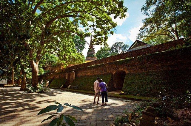 Тоннельный храм Wat Umong в Чиангмае