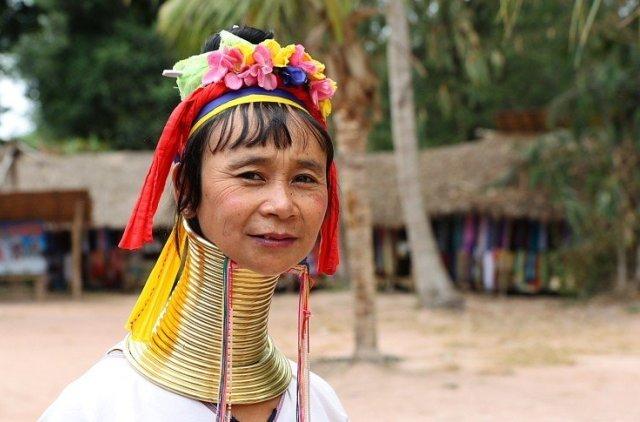 Длинношеие женщины в Паттайе