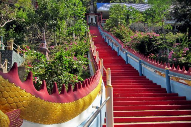 Храм Wat Tham Mangkon Thong