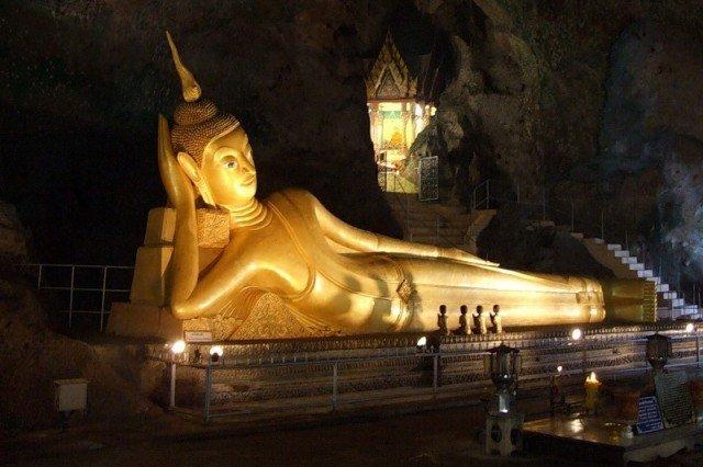 Храм Лежащего Будды в Бангкоке