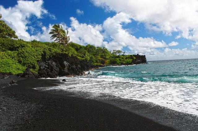 Черные пляжи на Бали