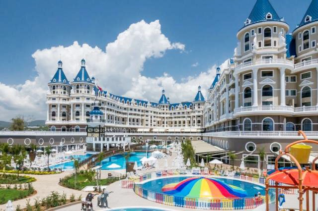 10 лучших отелей Алании с подогреваемым бассейном
