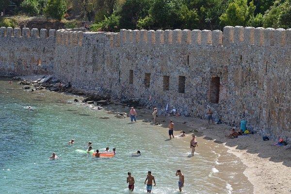 Пляж укрепостной стены